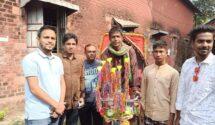 লালমনিরহাটে অসহায় পরিবারকে রিক্সা উপহার দিলো ছাত্রলীগ নেতা বক্কর
